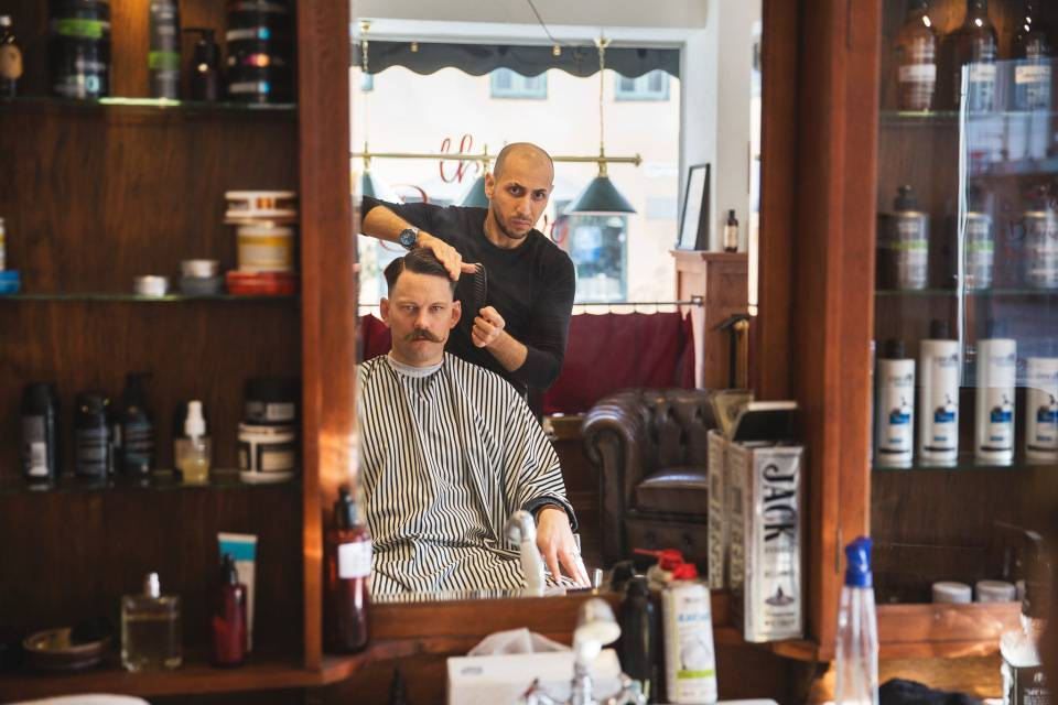 barber styling customer